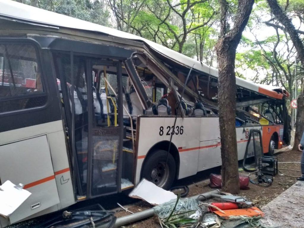 Acidente na Cidade Universitária causa a morte de cobrador da Viação Gato Preto