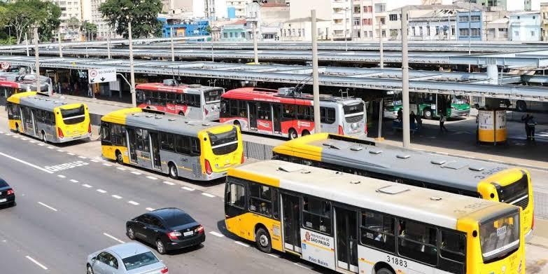 Condutores de São Paulo garantem emprego, enquanto profissionais do transporte do país sofrem com a demissão em massa