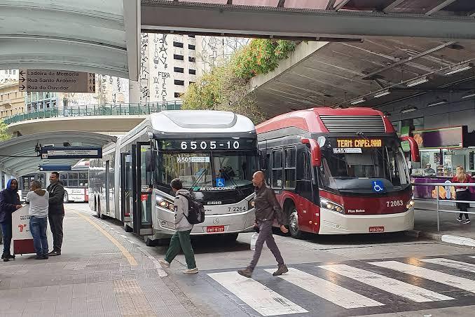 Prefeitura confirma redução de quase mil ônibus a partir de amanhã (25) e critica posição do Sindmotoristas