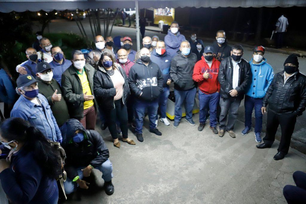 Dirigentes do Sindmotoristas destacam luta pela vida e pelo emprego em conversa com os trabalhadores da Metrópole Paulista Iguatemi