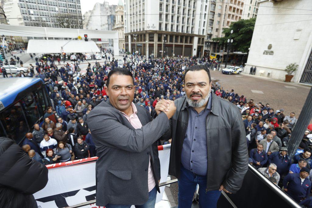 Condutores respeitam decisão judicial, mas protesto na Prefeitura está mantido