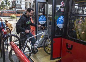 Comissão da Câmara dos Deputados aprova suporte para transportar bicicletas em ônibus urbanos