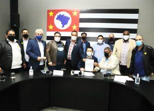 Greve é cancelada: Governo sinaliza vacinação dos trabalhadores em transportes