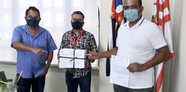Secretário de Transportes recebe abaixo-assinado com 20 mil assinaturas pedindo prioridade na vacinação dos condutores