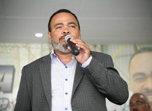 """""""Motoristas e cobradores estão em pânico, enquanto os ônibus continuam lotados na maior cidade do país"""", afirma Valdevan Noventa."""