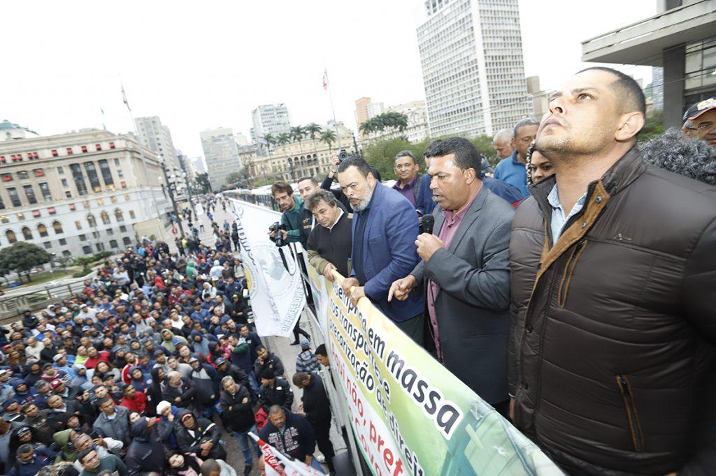 Agora é greve! Sem acordo, condutores param São Paulo amanhã