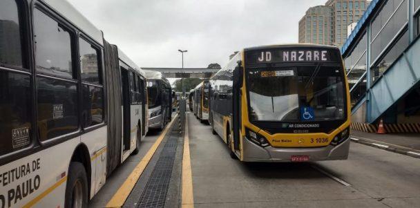 Ônibus são alvos de vandalismo no centro de São Paulo
