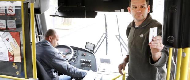 Sindicato das empresas de ônibus de Curitiba assina convenção coletiva garantindo estabilidade a cobradores
