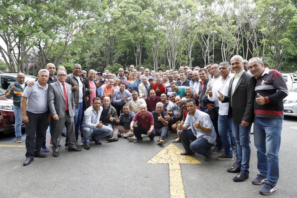 Dirigentes do Sindmotorista conferem a entrega dos envelopes da licitação de ônibus