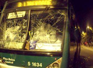 Mais 15 ônibus são depredados, totalizando 754 este ano