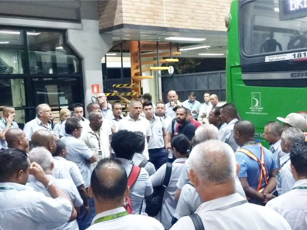Sindmotoristas comanda assembleia dos trabalhadores contra irregularidades na Santa Brígida