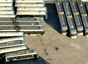 Frota menor em SP e funcionários afastados deixam transporte lotado