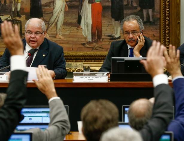 Comissão da Câmara aprova distritão e fundo de R$ 3,6 bi para eleições