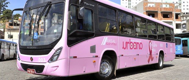 Mais empresa de ônibus estilizam veículos para campanha contra o câncer de mama