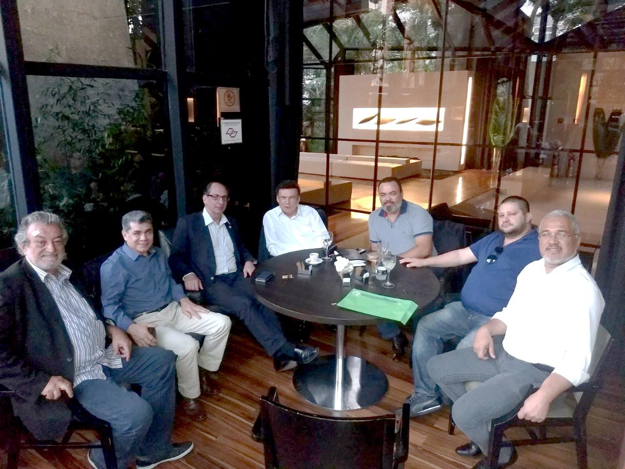 Reunião de lideranças sindicais e políticas firma  apoio às lutas dos condutores de São Paulo