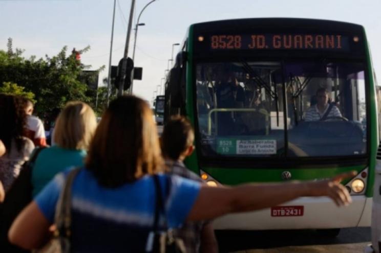 Sem licitação, contratos de ônibus voltam a ser renovados em SP