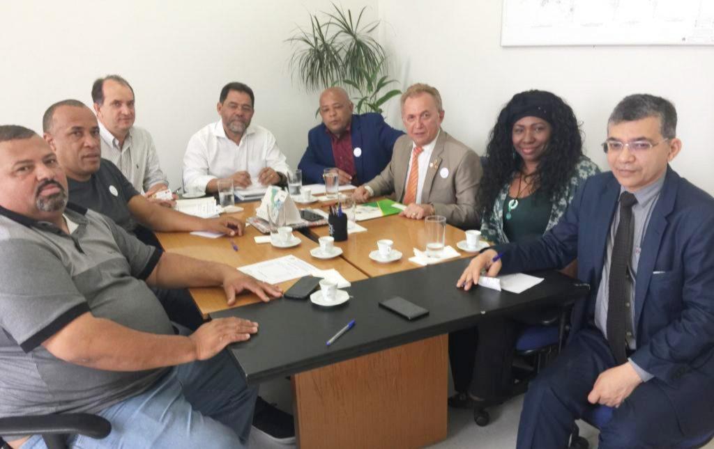 Reunião na Secretaria Municipal da Habitação discute moradia própria para os trabalhadores em transportes