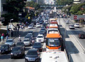 Rodízio de veículos na capital paulista é retomado nesta segunda-feira