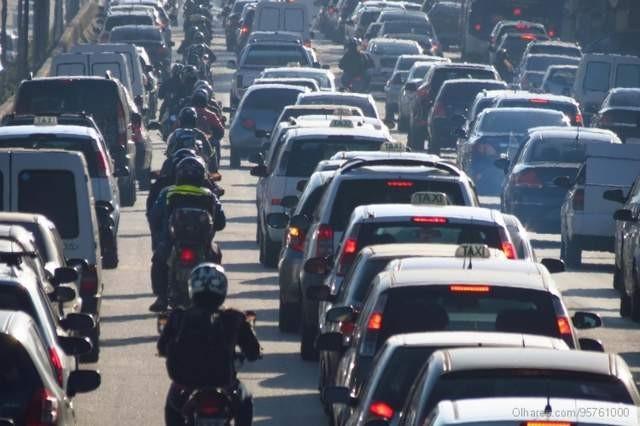 Comissão da Câmara faz alterações substanciais em PL de Bolsonaro que propunha regras mais frouxas para o trânsito